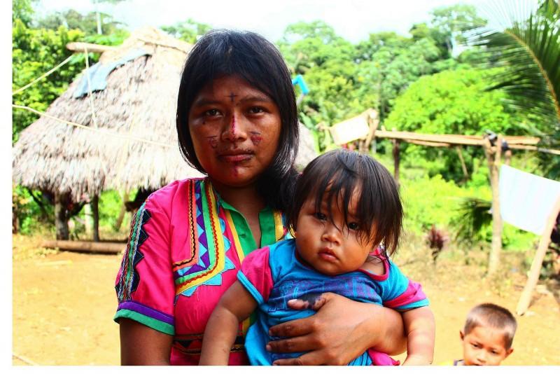 Agencia Prensa Rural Follow Embera Katío  Recorrido por la vereda Igueronal del corregimiento de Crucito, en Tierralta Córdoba. Es una zona que ha sido habitada cientos de años atrás por los Embera Katíos,
