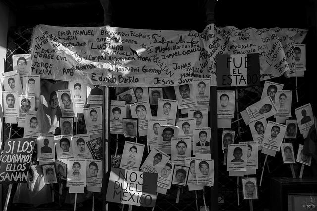 Uruguay por Ayotzinapa Marcha contra la detención y desaparición de los 43 normalistas de Ayotzinapa, desde la Plaza Independencia hasta la Embajada de México. Noviembre 17, 2014. Montevideo, Uruguay.