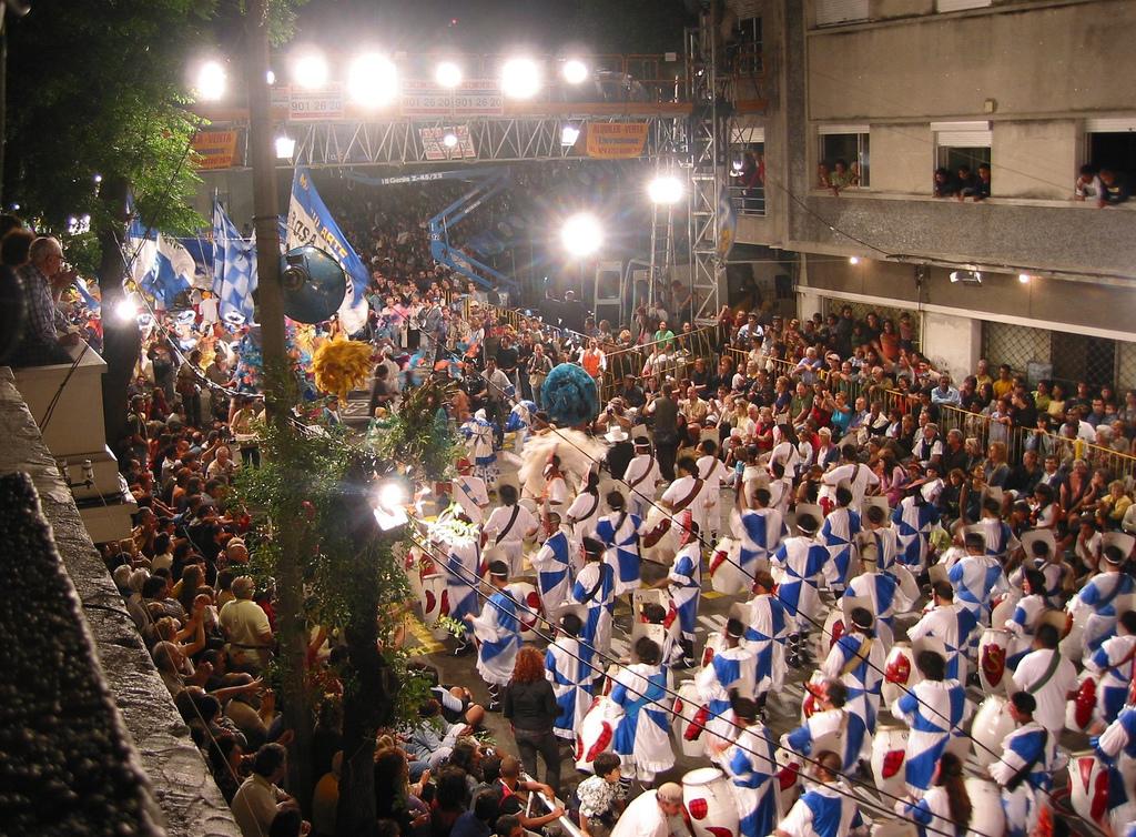 Desfile de Llamadas al ritmó del candombé. Imagen en Flickr de la usuaria mabel flores (CC BY-ND 2.0).
