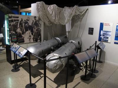 Dos de las bombas de Palomares en el National Atomic Museum de Albuquerque (Nuevo México). Imagen de Kelly Michals en Flickr, con licencia CC BY-NC 2.0