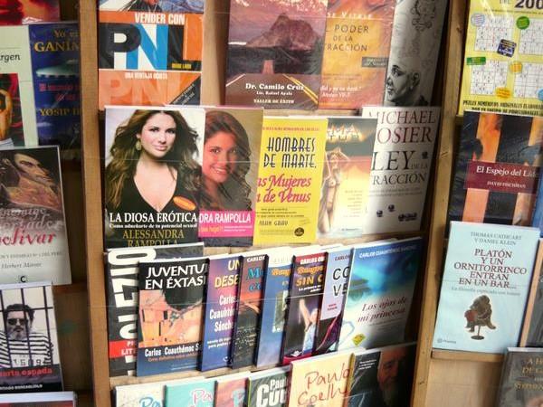 Libros en el Jirón Quilca. Foto: Jorge Gobbi tomadas de su cuenta en Flickr bajo licencia Creative Commons.