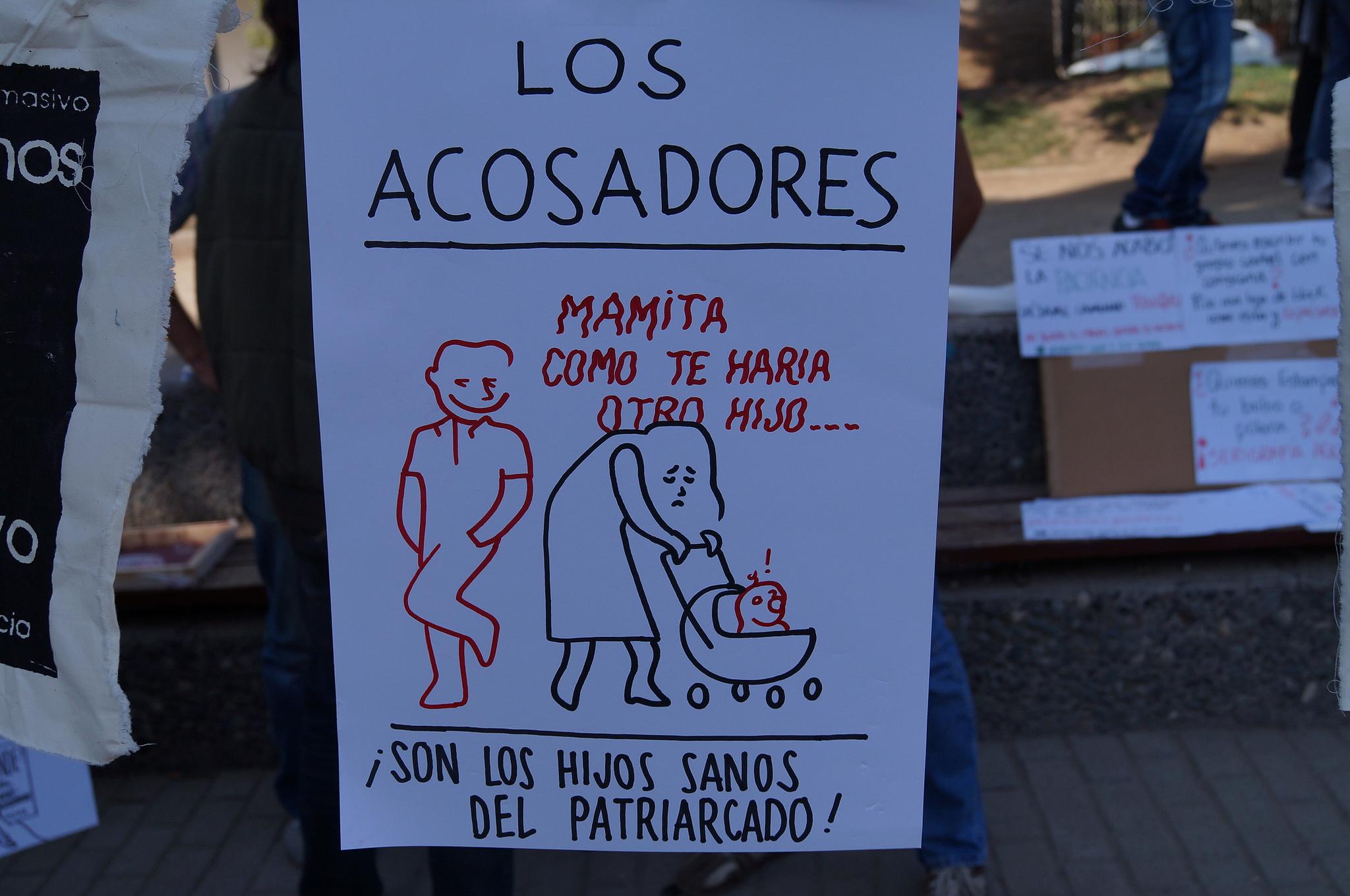 Cartel usado en la Semana Internacional Contra el Acoso Callejero en 2014. Foto en Flickr de OCAC Chile (CC BY-NC 2.0).