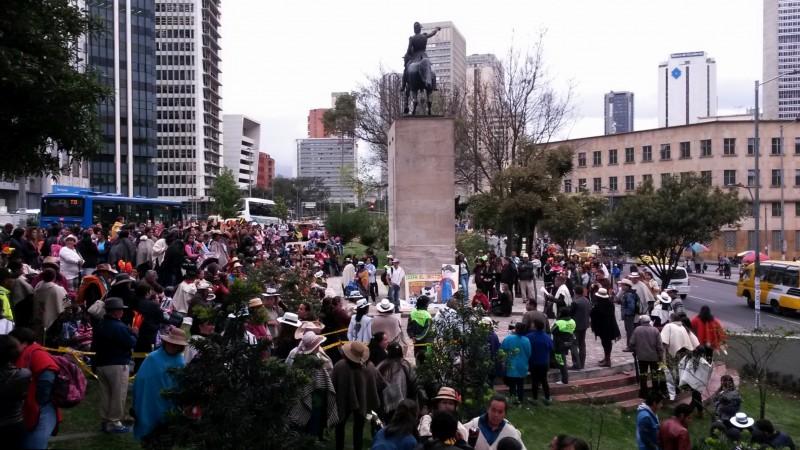 Manifestación a favor del proceso de paz en Colombia. Fotografía tomada de Wikimedia Commons.