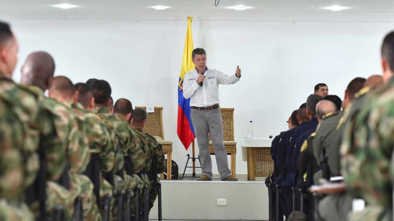El proceso de paz fue uno de los temas tratados por el Presidente Juan Manuel Santos en la reunión que sostuvo este martes con oficiales y suboficiales de la Primera División del Ejército con sede en Santa Marta. Foto: Presidencia de Colombia.