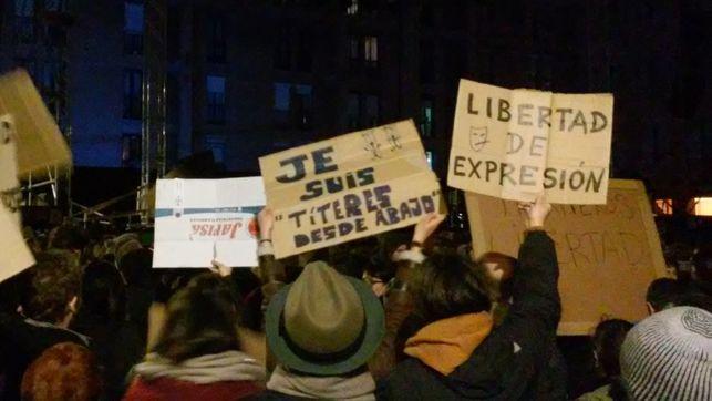 Una de las numerosas protestas para pedir la libertad de los titiriteros