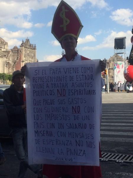 Protesta por la visita de Jorge Mario Bergoglio a México. Foto de TRC.