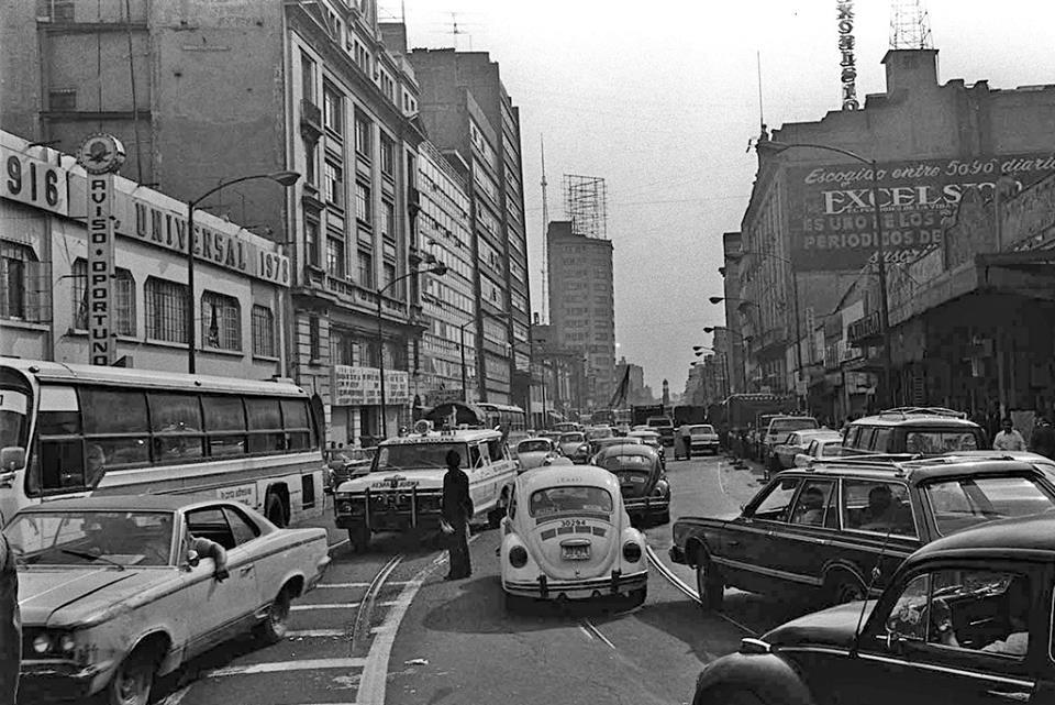 La avenida Bucareli en 1978. Imagen de la página de Facebook La Ciudad de México en el Tiempo.