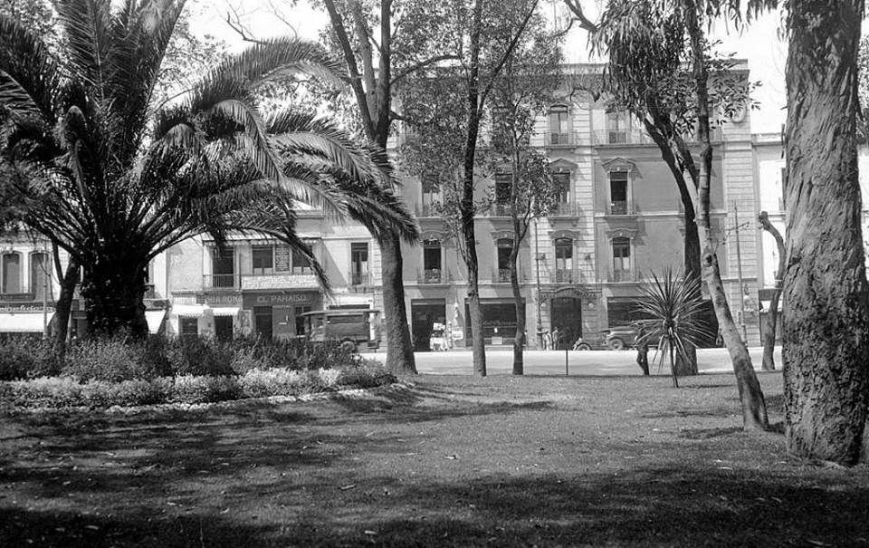La Avenida de los Hombres Ilustres, hoy llamada Hidalgo. Imagen de la página de Facebook La Ciudad de México en el Tiempo.