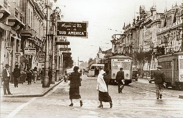 Antigua avenida Colmena, hoy llamada avenida Nicolás de Piérola. Imagen en Flickr del usuario ::Alejandro::. (CC BY-NC-ND 2.0).