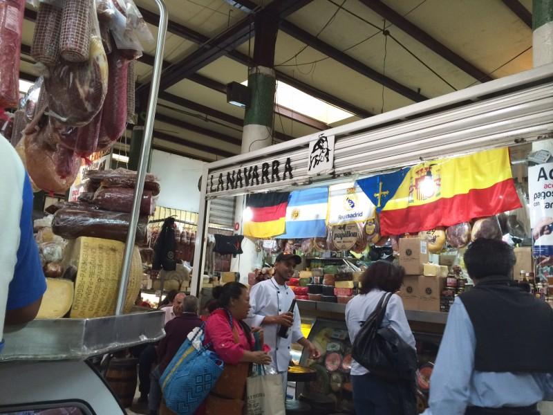 Locales en el mercado de San Juan. Imagen del autor.