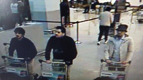 Foto de los supuestos autores del atentado captada por las cámaras de seguridad del aeropuerto. Imagen distribuida por la policía y publicada por Atlántico.net con licencia Creative Commons