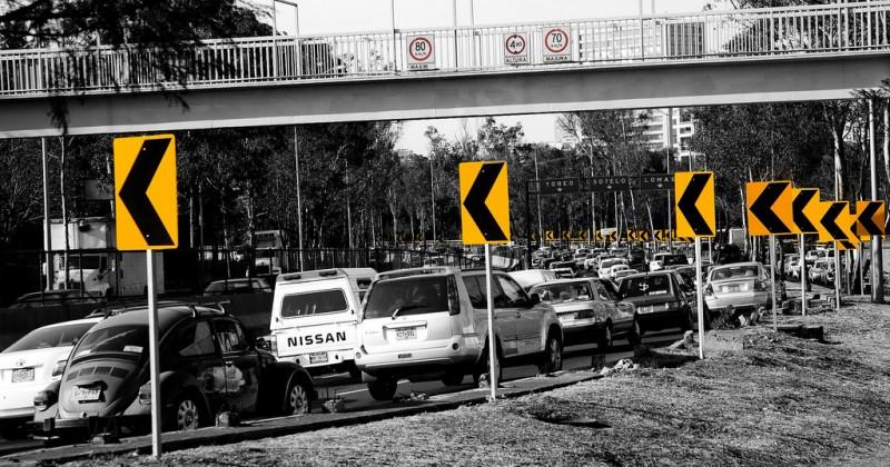 Tráfico en la Ciudad de México. Foto del usuario Flickr Christian Campbell. Usada bajo licencia CC 2.0