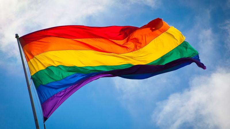 El matrimonio entre personas del mismo sexo en Colombia ha recibido aprobación de la ley, pero no de la mayoría de la sociedad colombiana. Fotografía de Wikimedia Commons, del dominio público (CC BY-SA 2.0)