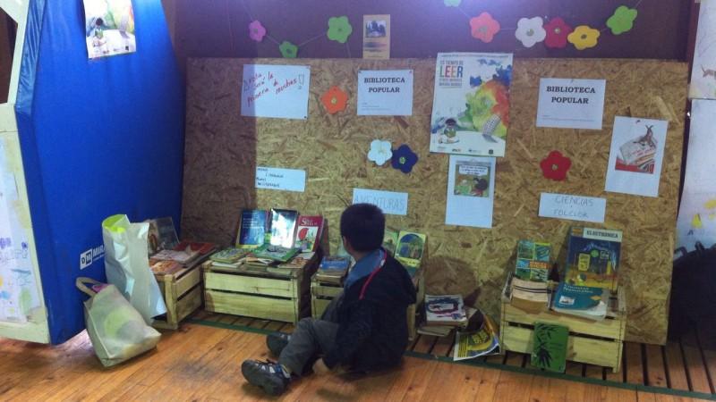 Biblioteca ambulante instalada en Ancud. Foto de Victor Bahamonde. Usada con permiso.