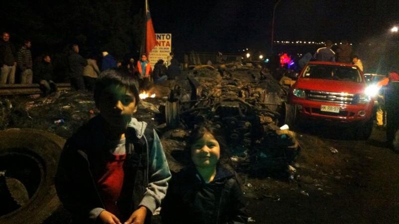 Protesta comunitaria en Chiloé. Foto de Victor Bahamonde. Usada con permiso.