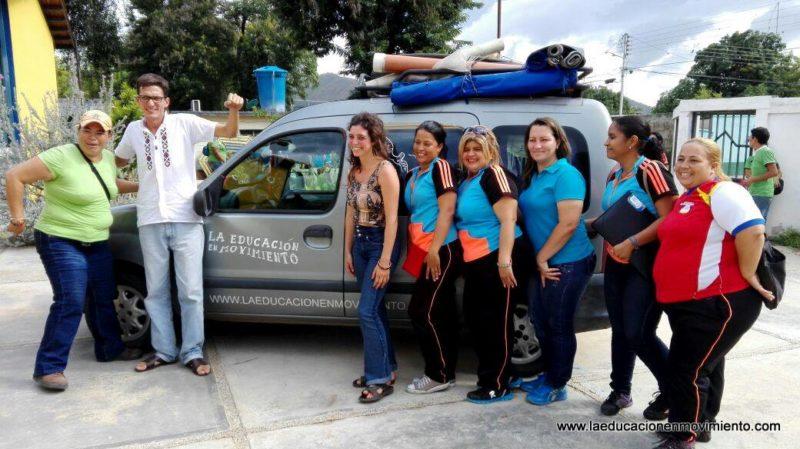 """Malena y Martín con colegas de Aragua, Venezuela. """"No alcanzan las palabras para describir y agradecer la calidez del recibimiento por parte de l@s compañer@s del Movimiento Pedagógico"""". Foto compartida públicamente en Facebook"""