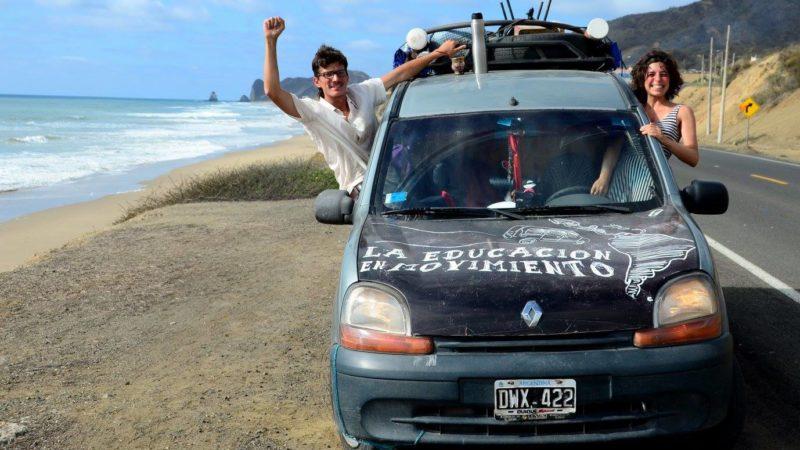 Martín, Malena y la Guagua Transhumante en la costa pacífica rumbo a Quito, Ecuador