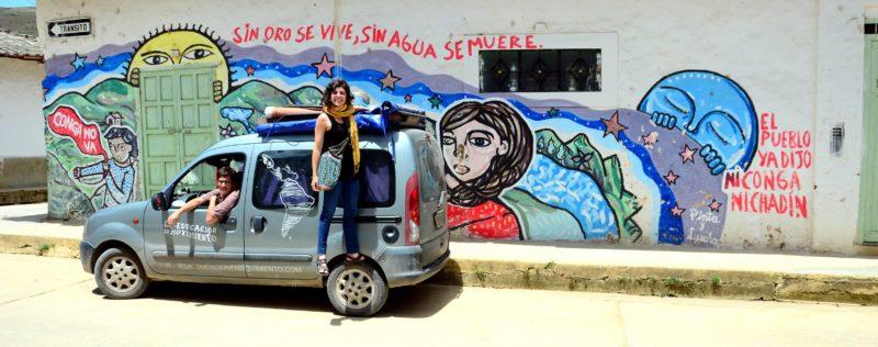 Malena, Martín y la 'Guagua Transhumante' en su paso por Perú. Foto compartida públicamente en Facebook
