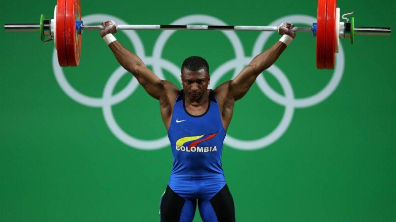 Óscar Figueroa, medalla de oro en levantamiento de pesos. La primera medalla lograda por un hombre para Colombia. Fotografía usada con permiso de la Organización oficial de Río 2016.