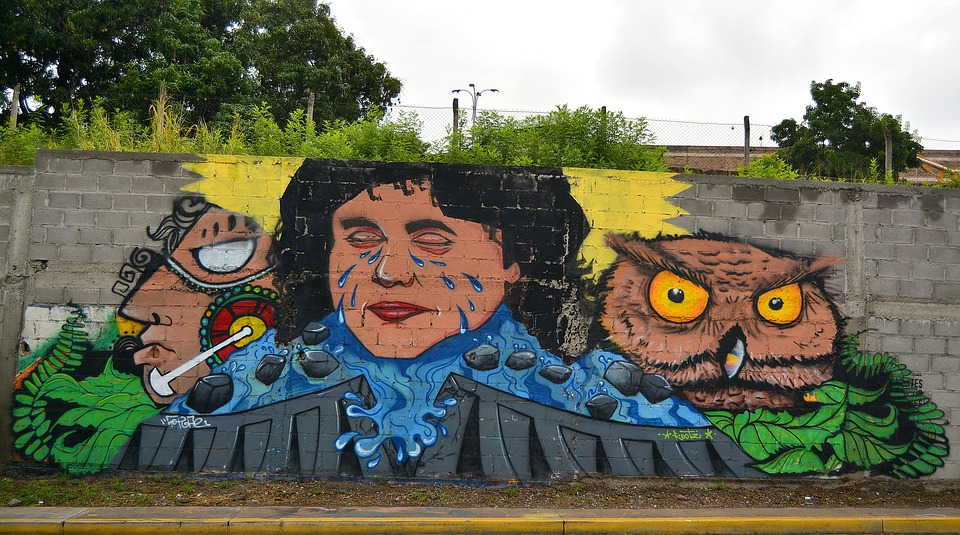 Mural en homenaje a Berta Cáceres en Tegucigalpa. Imagen del Dominio Público.