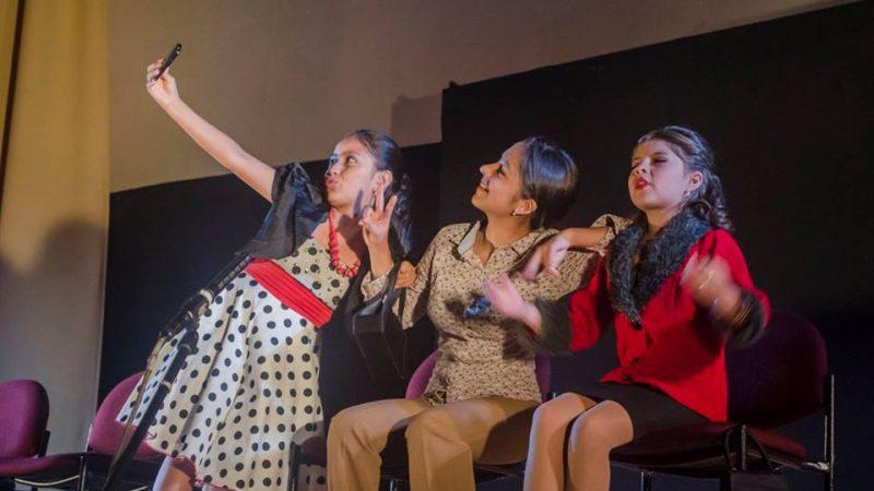 """Algunas obras protagonizadas por niños fueron parte de """"7.8 Teatro por la vida: obras cortas, grandes sensaciones"""". El público adulto e infantil las disfrutó. (Foto tomada de la página oficial de la Red Cultural Loja)."""