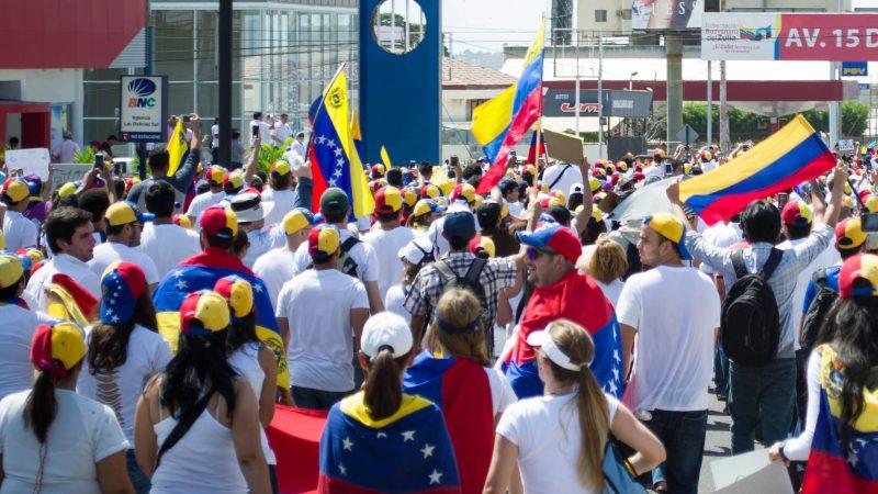 Los movimientos de calle en Venezuela parecen ser el comienzo de intensas manifestaciones para enfrentar la negativa del gobierno a dar lugar al referendo revocatorio contra el presidente Nicolás Maduro. En la foto: Detalle de la fotografía tomada por María Alejandra Mora durante las marchas de Maracaibo en 2014. Publicada bajo licencia Creative Commons.