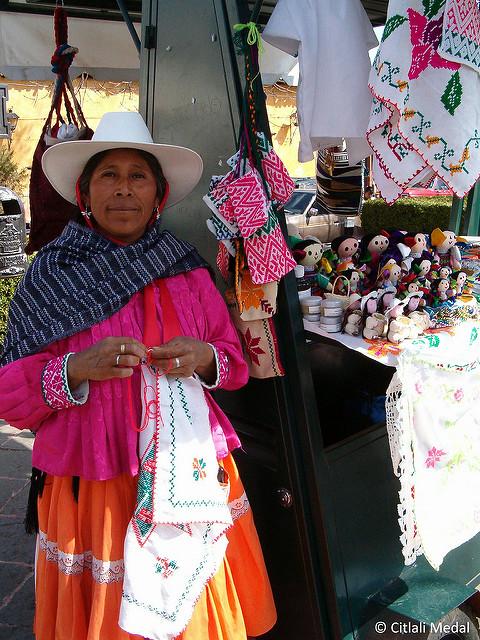 Indígena otomí. Imagen de la usuaria de Flickr Citlali Medal, utilizada en términos de licencia Creative Commons.