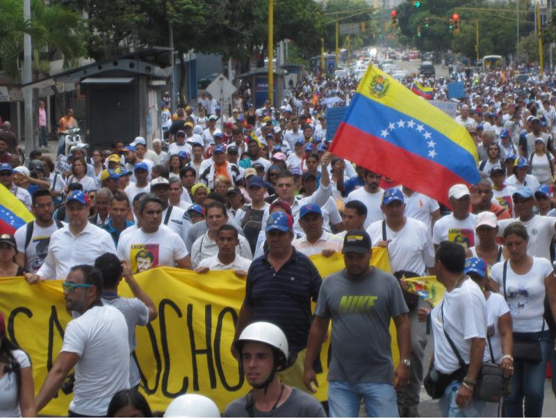 Marcha en Caracas. Foto tomada por el autor Rafael Uzcategui.