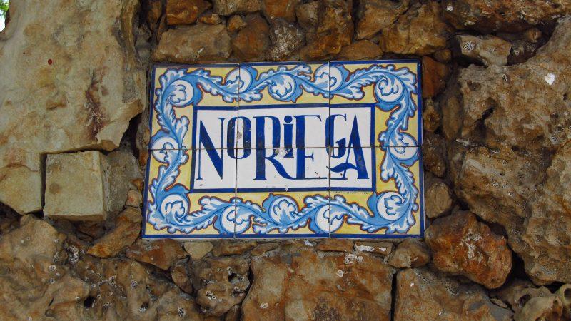 Letrero en la mansión abandona de Manuel Noriega. Foto del usuario Flickr Jasperdo. Usada bajo licencia CC 2.0