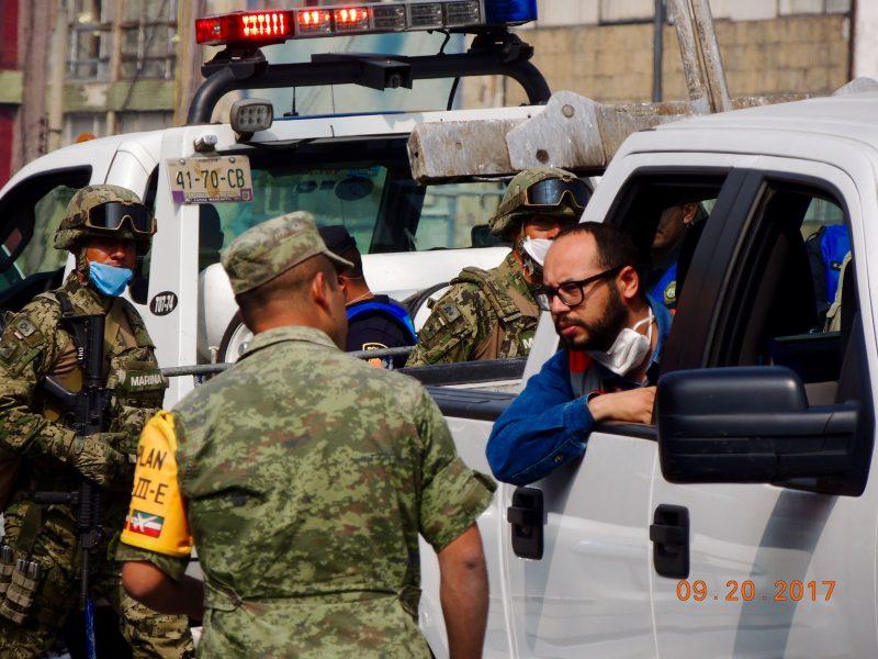 El Ejército y la Marina Armada de México han tomado el mando en las acciones de rescate. Imagen del autor.