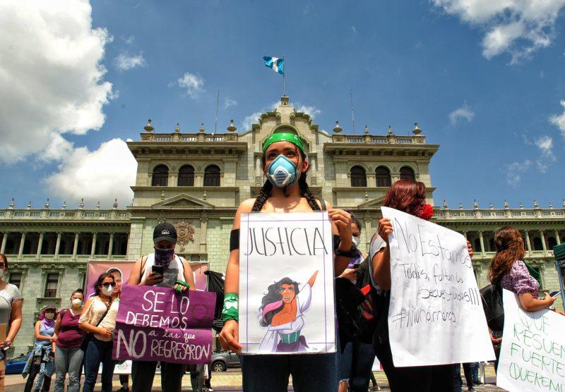 Des manifestantes demandent justice pour les victimes de féminicides